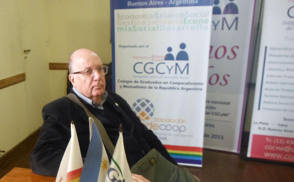 """Entrevista radial al Lic. Horacio Domínico, autor del libro """"Curso básico de mutualismo"""" recientemente editado."""
