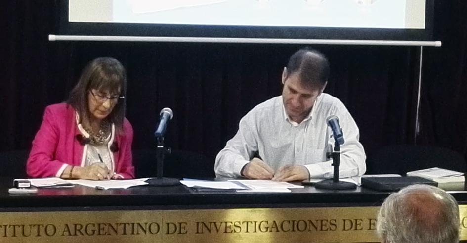 Firma del convenio entre la CALCME y el CGCyM
