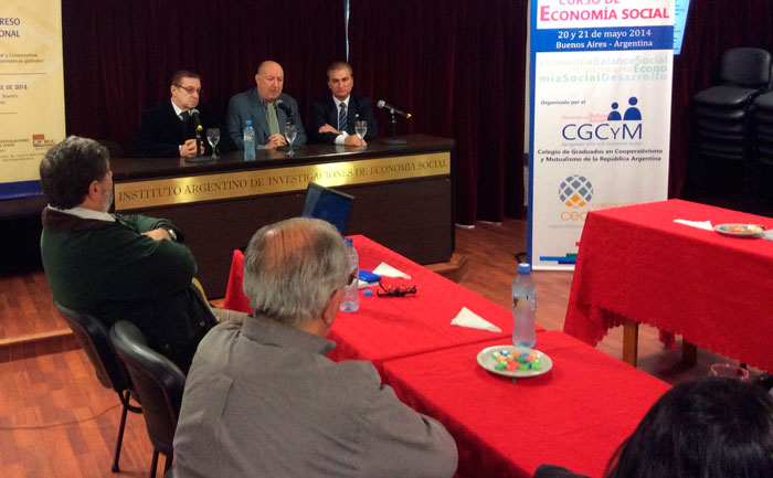 Ing. José Puzino, Dr. Patricio Griffin y Lic. Eduardo A. Milner en la apertura del Curso
