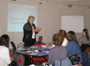 La LIc. Margarita Graziani durante el dictado del curso.