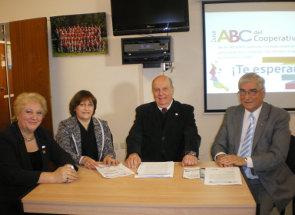 Lic. M. Graziani, Cra. M. Giambelluca, Lic. Horacio Domínico y E. Moreno, durante la conferencia de Prensa.