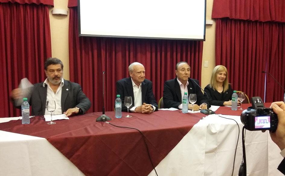 Lic. Luis Levín, Jorge Caimi, Alberto Salóm y Dra. Rosa B. Rodríguez durante la presentación de la obra.