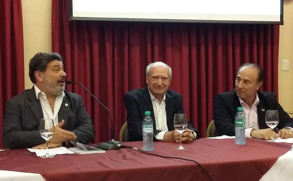 Lic. Luis Levín saludando la iniciativa de Jorge Caimi en nombre del CGCyM.