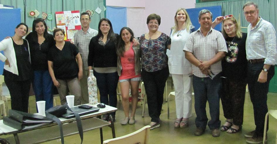 Parte de las integrantes de la flamante cooperativa, junto a autoridades educativas, la Lic. Claudia Fidanza y el Lic. Jorge Núñez