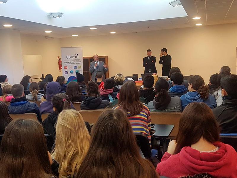 Entrega de premios del Concurso literario «El mutualismo en el siglo XXI» en el Colegio Nacional «Rafael Hernández» (UNLP)